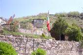Изглед от къщатаskalite-v-jrebichko.jpg